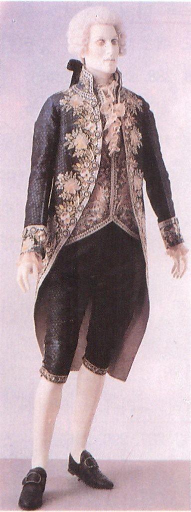 앞자락이 사선으로 잘린 habit a'la francaise (18세기 후반부 )